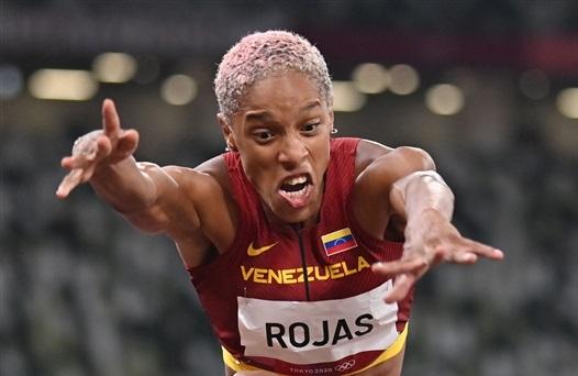 女子三段跳ロハス15m67!26年ぶり世界新!新国立競技場最初の世界記録